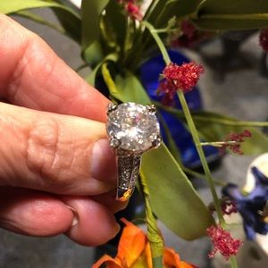 Jewelry - Stunning Sterling silver cubic zirconia ring